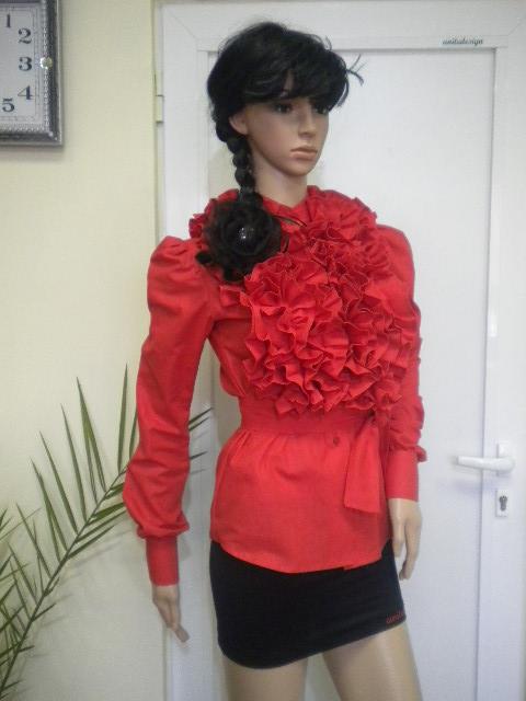 Елегантна дамска риза в червен цвят от памук с къдри