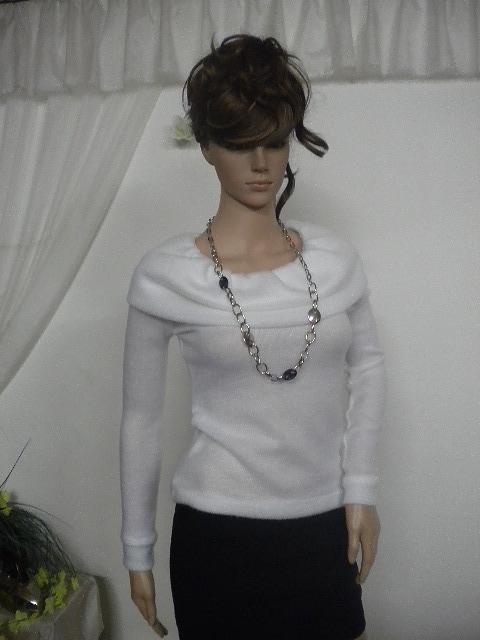 Бяла пухено пуловерче елегантно и стилно