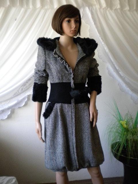 стилно и елегантно дамско палто комбинация между черно и бяло