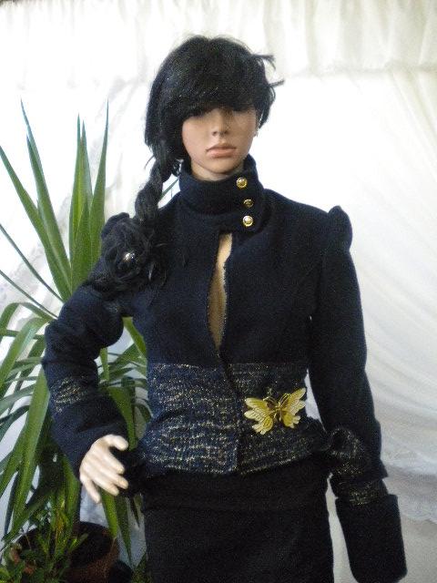 Уникално  дамско палто  с пеперуда  , комбинация между тъмно син кашмир и тъмно син вълнен текстил с ламени нишки