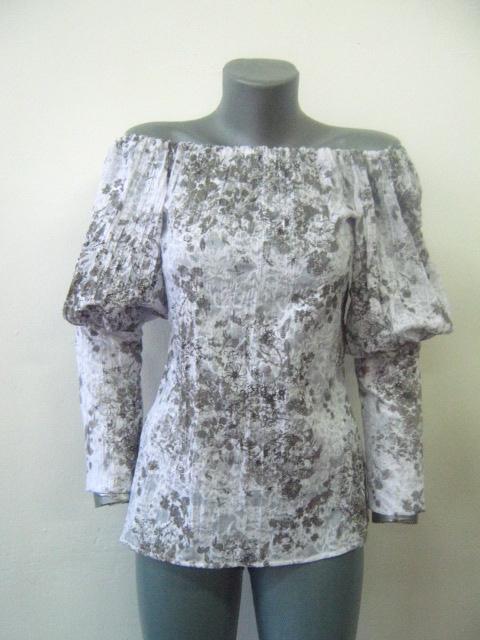 Красива бяла блуза с бродерия