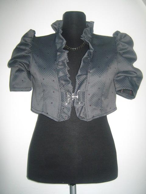 Елегантно дамско болеро в сив цвят с къс ръкав