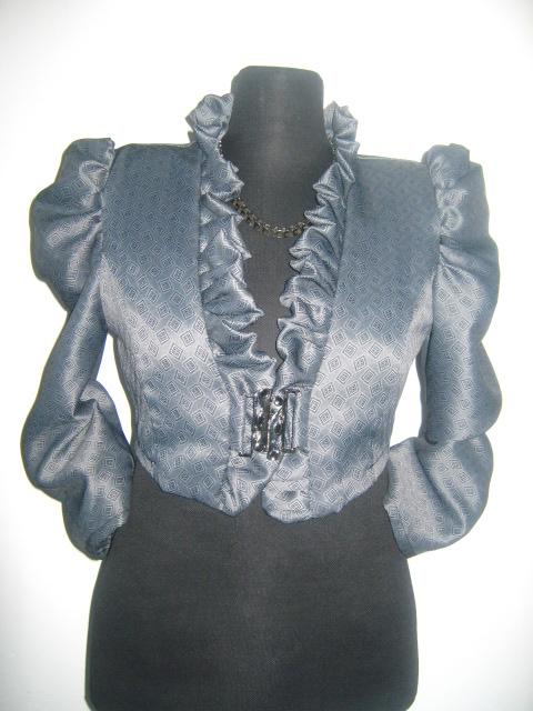 Елегантно дамско болеро в сив цвят със седем осми ръкав