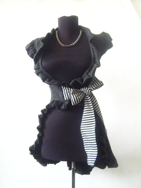 Елегантно дамско елече в сиво с черно бяла панделка