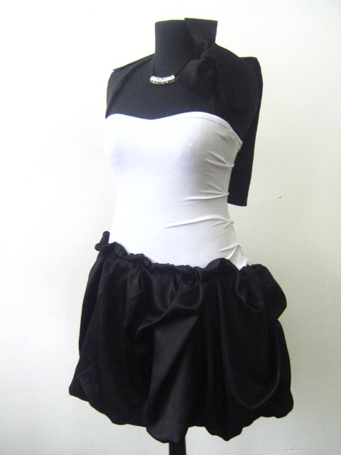 Стилна парти рокля от вискоза и коприна -черно бяла комбинация