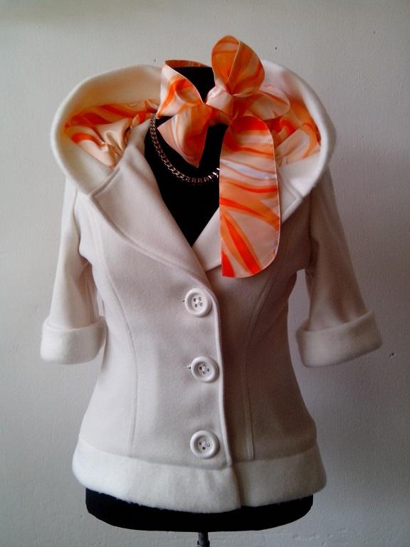 Бяло палтенце с къс ръкав