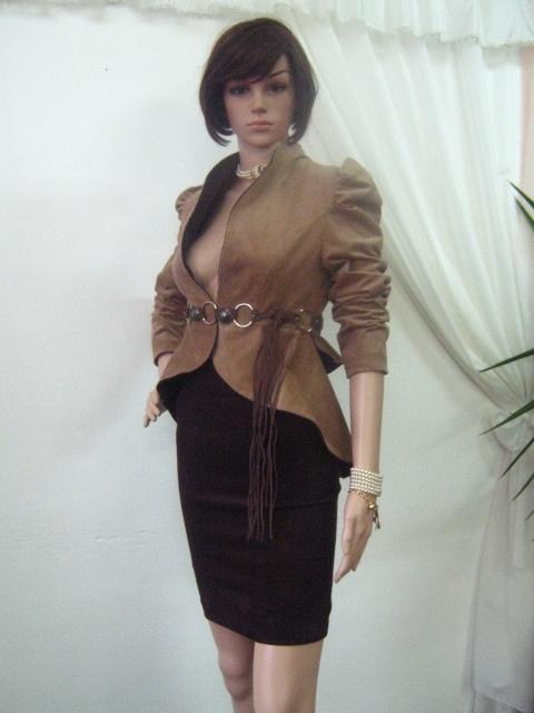 Нестандартен костюм от кадифе -пола с хастар и сако -манто с хастар