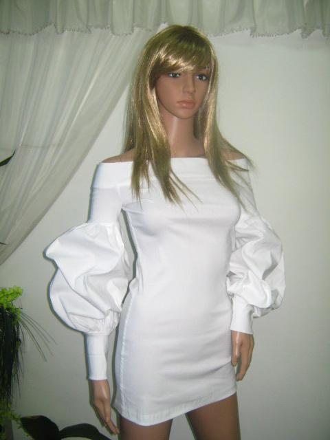 Елегантна бяла блуза -туника с дълъг буфан ръкав и голи рамене