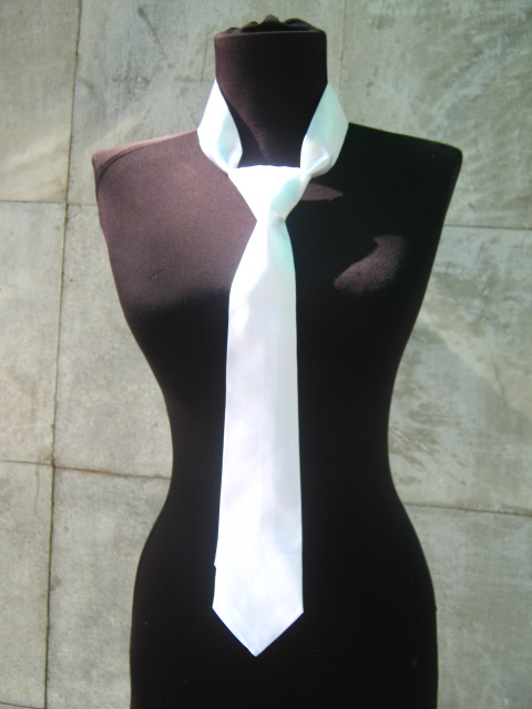 Бяла дамска вратовръзка