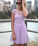 Ефирна дамска рокля с едра дантела на цвeтя лилаво