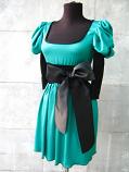 Елегантна зелена рокля с черна панделка