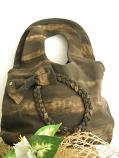 Дамска чанта тип торбичка с плетеница и панделка