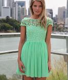 Ефирна дамска рокля с едра дантела на цвeтя резидаво